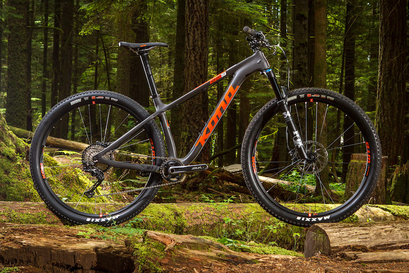 The CR race differentiates itself from the Trail ready Honzo with its traditional seatpost, lighter wheelset, and faster rolling tires.