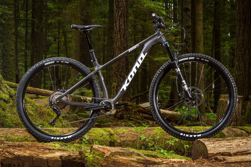 Like the pricer DL, the CR Trail has a dropper post, 1x drivetrain, and grippy rubber.