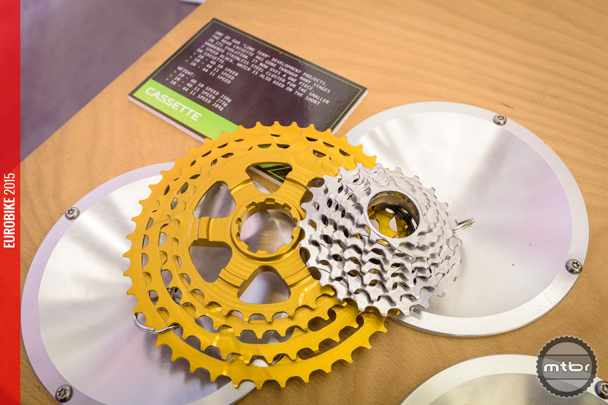 The finalized high range cassette is split into a steel (smaller sprockets) and an aluminum part (larger sprockets).