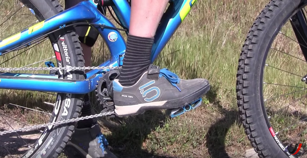 Keep your feet in a neutral position with heels dropped. This puts pressure on the pedals, which in turn makes you more stable on your bike.