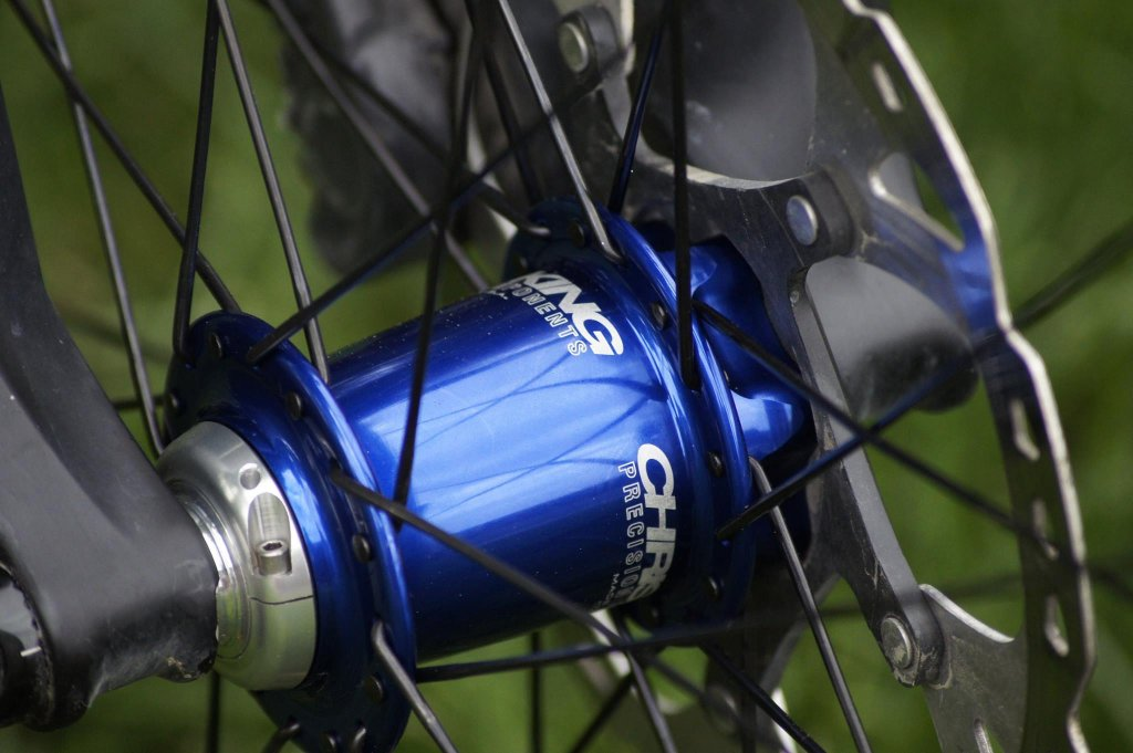 Lets see some blinged out wheelsets..I9,CK,Hope..anything goes!-hubsessed-cycle-works-blue-chris-king-wtb-kom-front.jpg