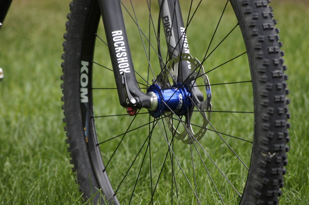 Lets see some blinged out wheelsets..I9,CK,Hope..anything goes!-hubsessed-cycle-works-blue-chris-king-wtb-kom-front-wheel.jpg