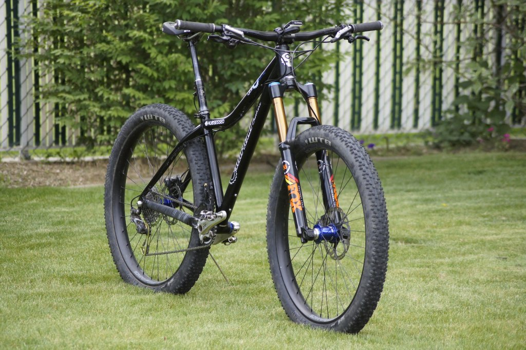B+ Canfield stoke !!-hubsessed-cycle-works-canfield-brothers-yelli-screamy-fox-36-650b-plus-angled-side.jpg