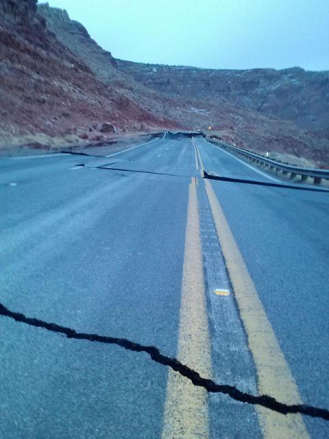 Landslide closes HWY 89 south of Page.-hw89_landslide2.jpeg