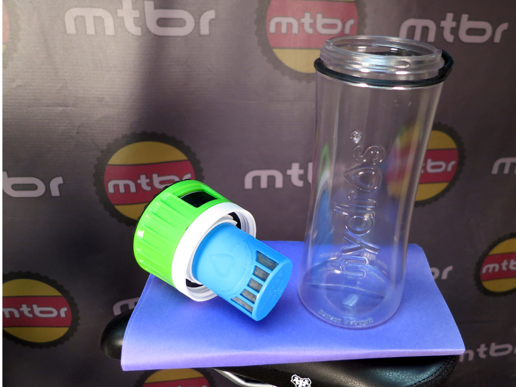 Hydros Filtering Water Bottle - lid off