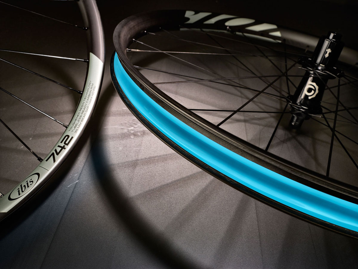 For the 742 and 942 models, Ibis retained the 41mm outer/35mm inner widths of the 741/941 rims, but says it increased impact strength, reduced weight, and maintained lateral stiffness.
