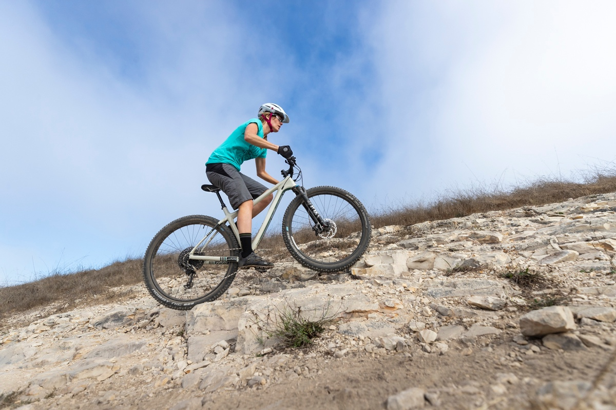 "Best mountain bikes under 1000: Mountain bikes without rear suspension, commonly called ""hardtails,"" are lighter, more affordable, and require less maintenance at the $1000 price point."