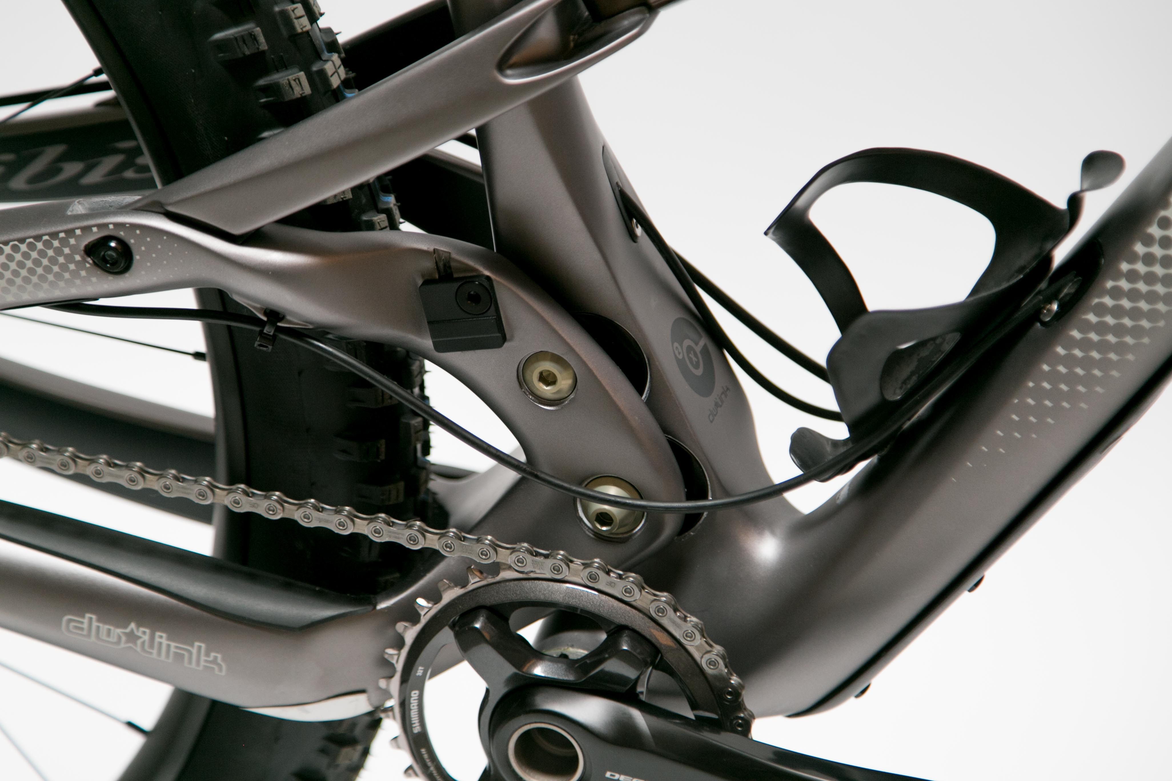 The V3 Ripley LS drops compatibility with SRAM 2x FD and Shimano Triples.