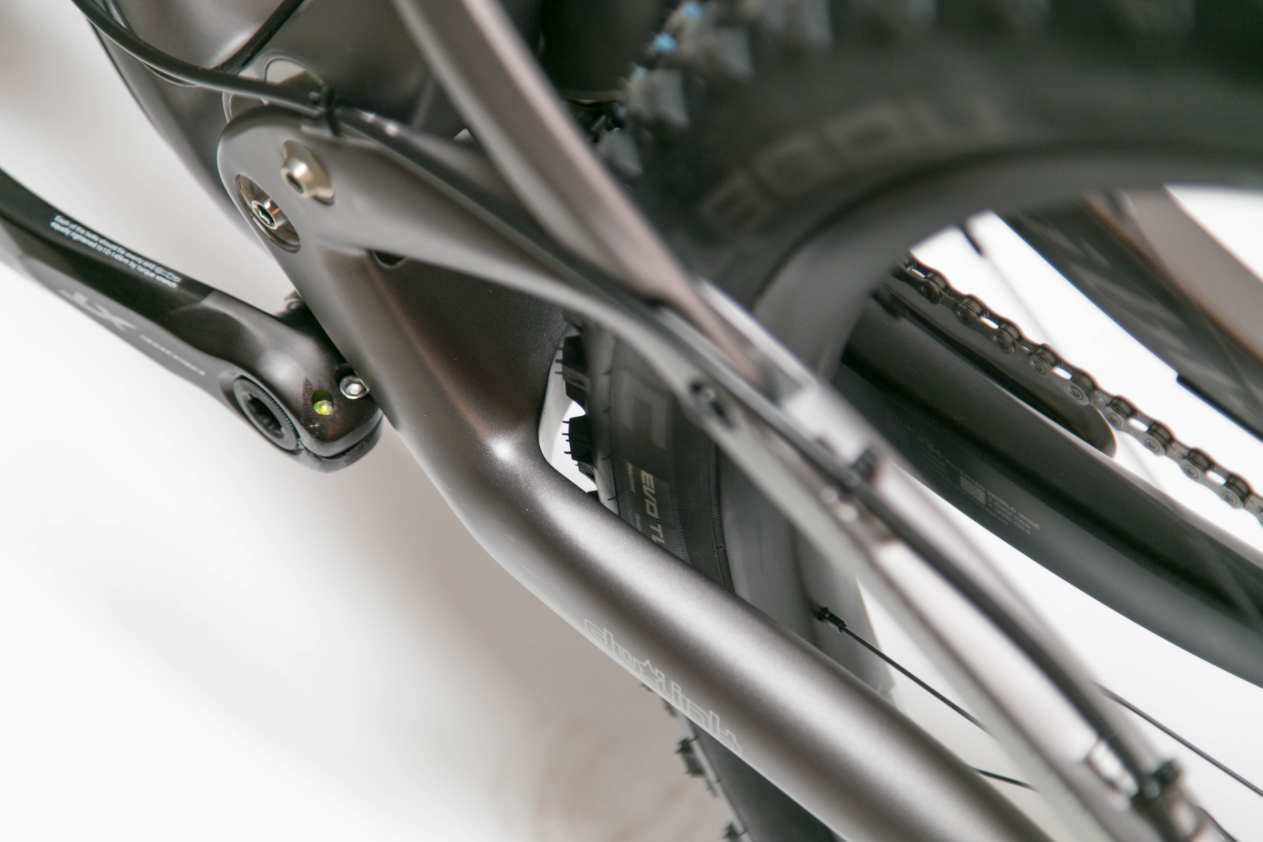 """The V3 Ripley LS has clearance for upto a 2.6"""" Schwalbe tire."""