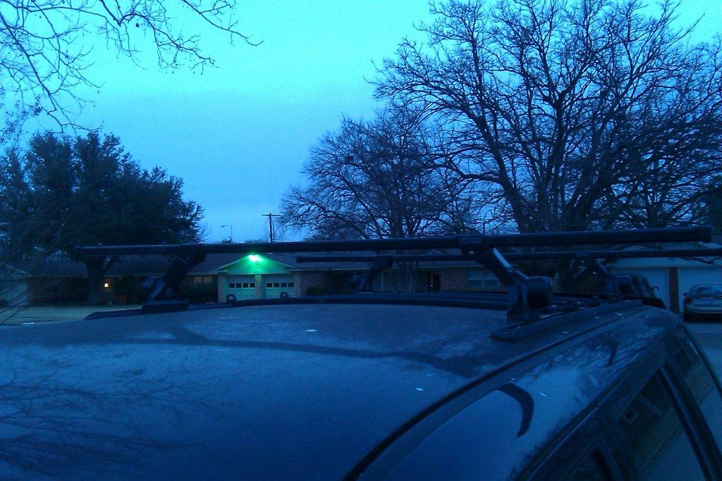 thule roof rack - mounted correctly?-imag0053.jpg