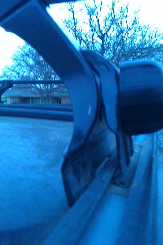 thule roof rack - mounted correctly?-imag0054.jpg