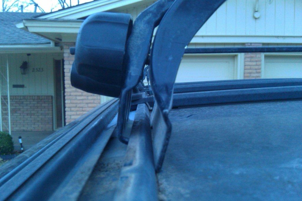 thule roof rack - mounted correctly?-imag0055.jpg