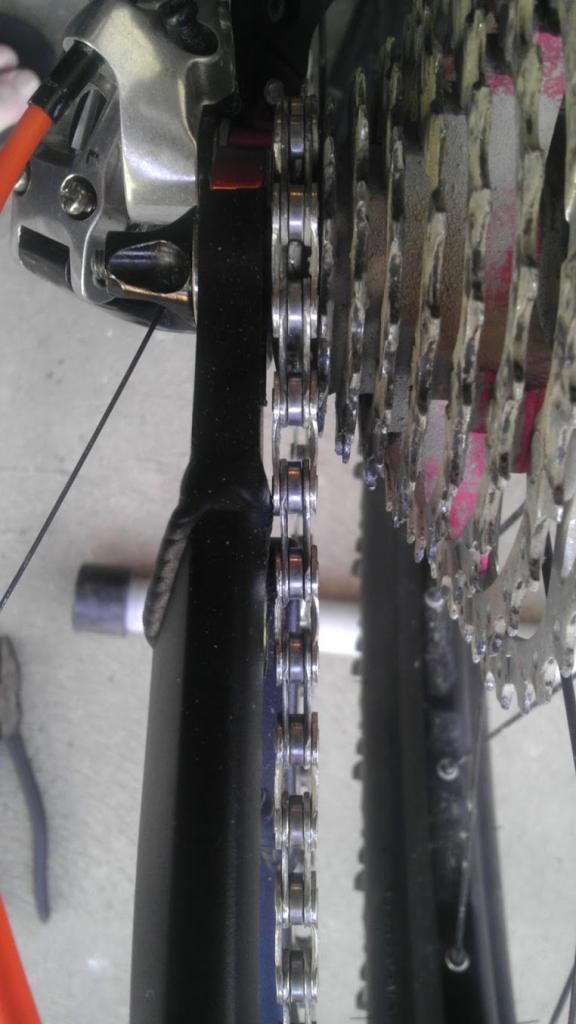 El Guapo V3 - chain rubbing chainstay-imag0097.jpg