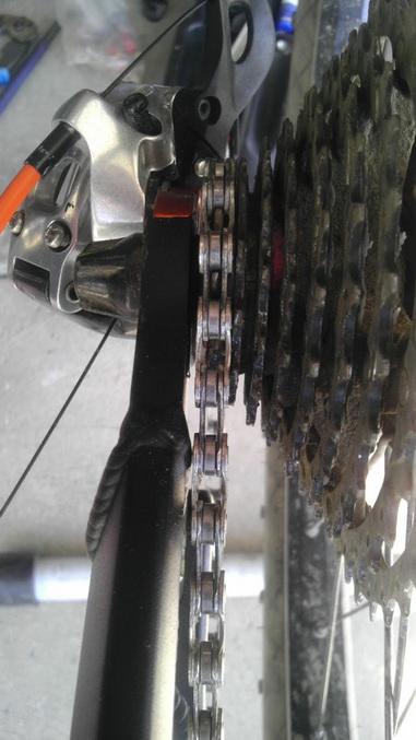 El Guapo V3 - chain rubbing chainstay-imag0098.jpg