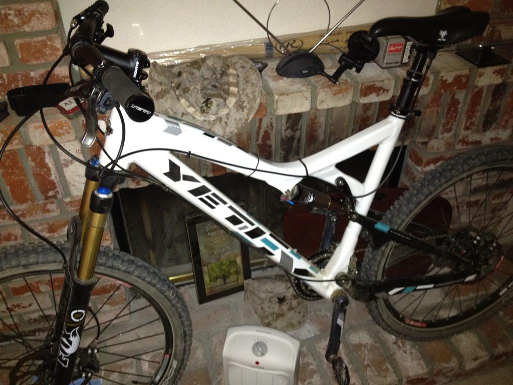 Seat post cable routing on 575-imageuploadedbytapatalk1323629288.387369.jpg