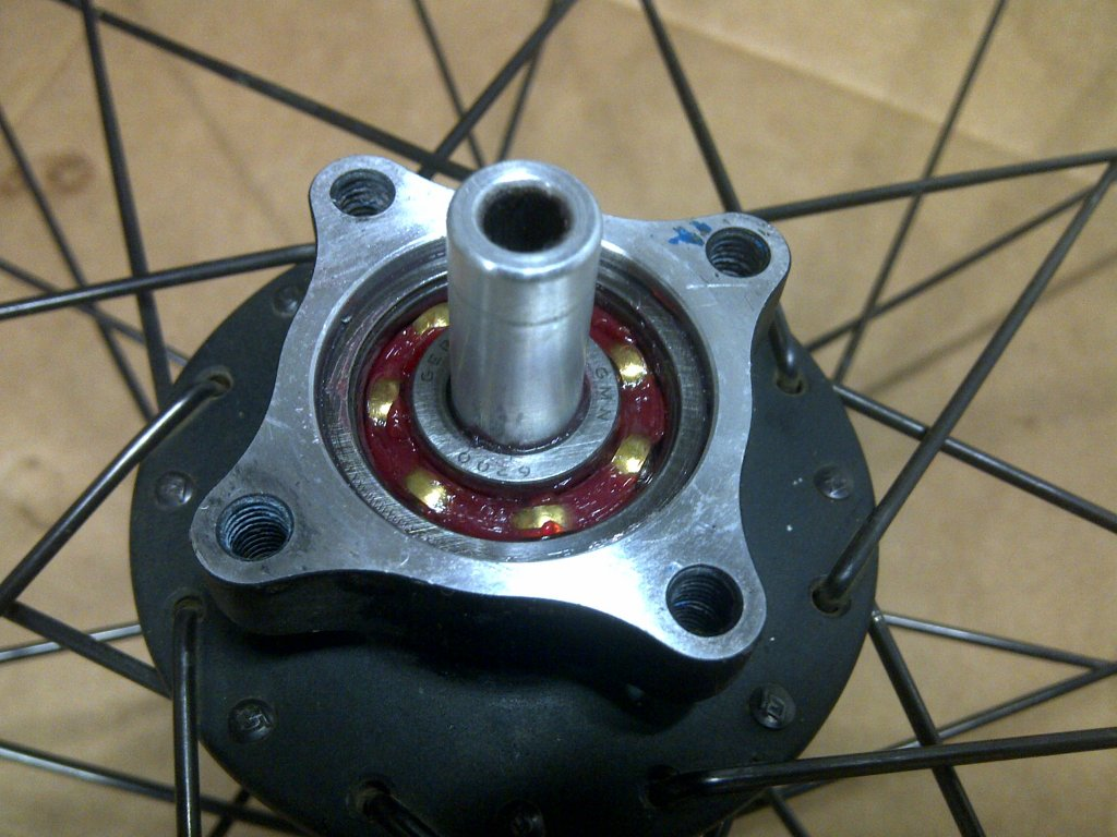 How do I take out the cartridge bearing from my rear hub (Coda Expert)?-img-20130307-01365.jpg