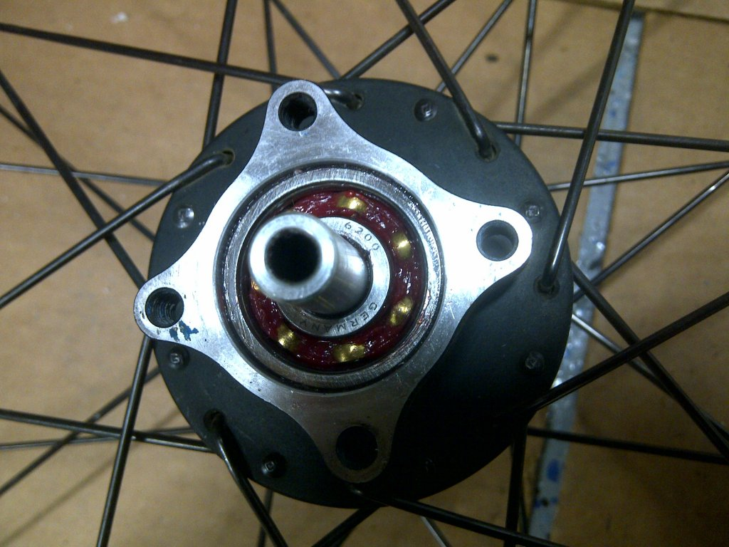 How do I take out the cartridge bearing from my rear hub (Coda Expert)?-img-20130307-01367.jpg