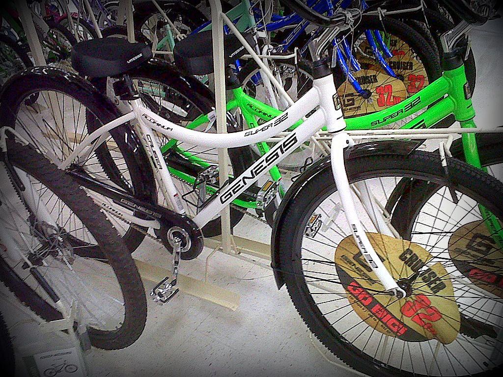 32inch wheeled bikes now at Walmart-img00358-20120601-1655.jpg