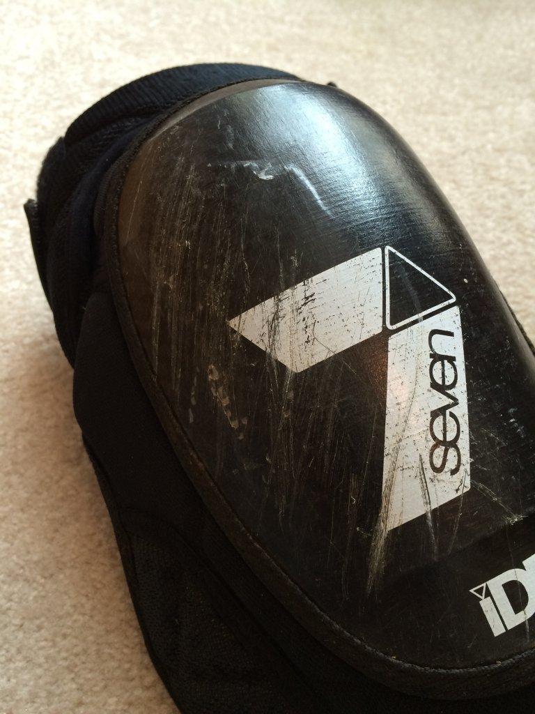 Best Lightweight Knee Pads? Leatt, G Form, Dainese, Slytech, Ixs-img_0052.jpg