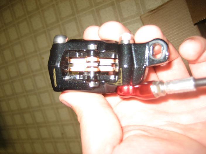 Avid elixir pistons-img_0188.jpg