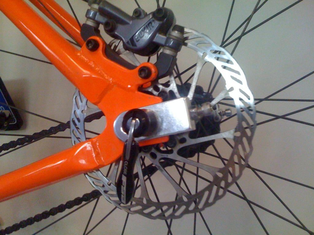 Chain tensioners and disc brakes-img_0199%5B1%5D.jpg