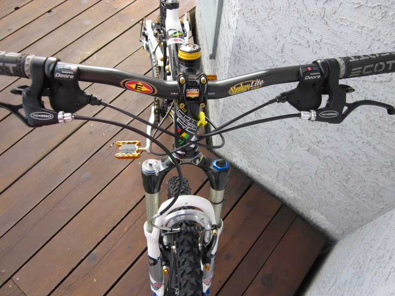 Why is there a high demand for old school Rockshox Sid Worldcups?-img_0332_1.jpg