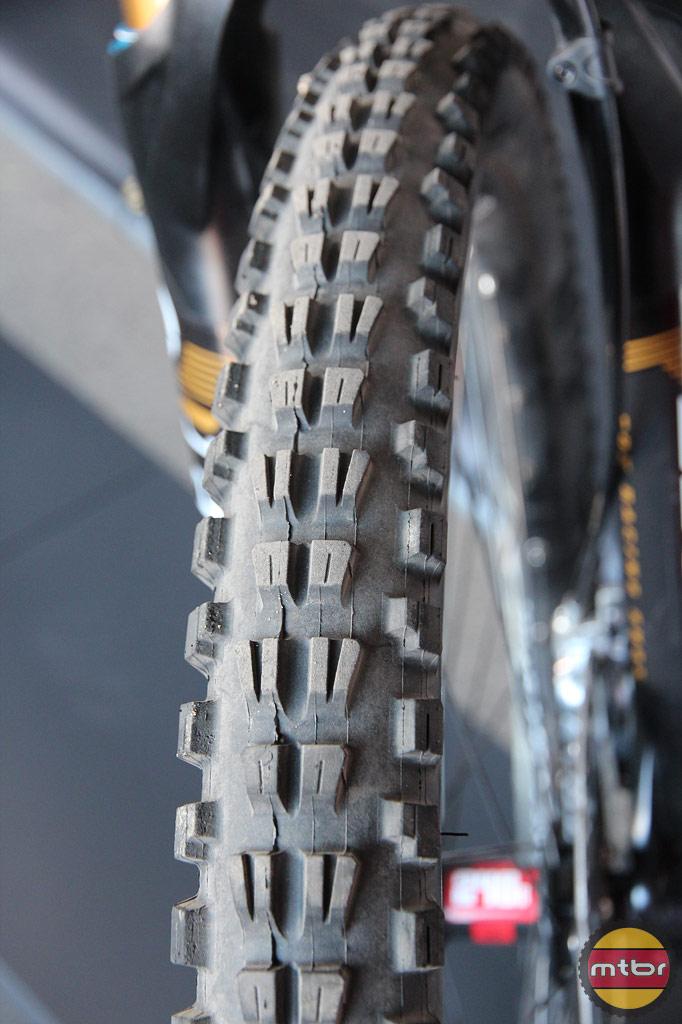 Bontrager G4 DH tire - prototype?