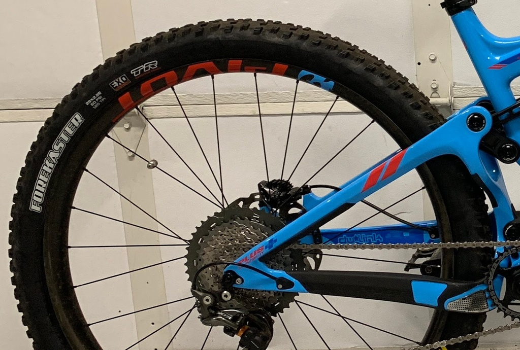 Maxxis Aggressor for Winter trails-img_0910.jpg
