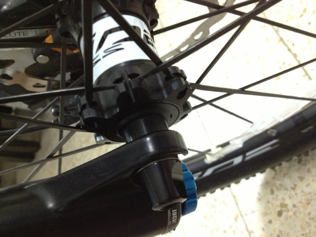 15mm Thru Axle to Quick Release 15mm Thru Axle to 9mm Quick Release Adapter