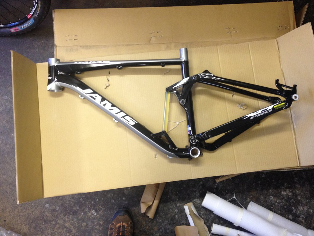 Looks like another cracked XCT Comp Frame-img_1071.jpg