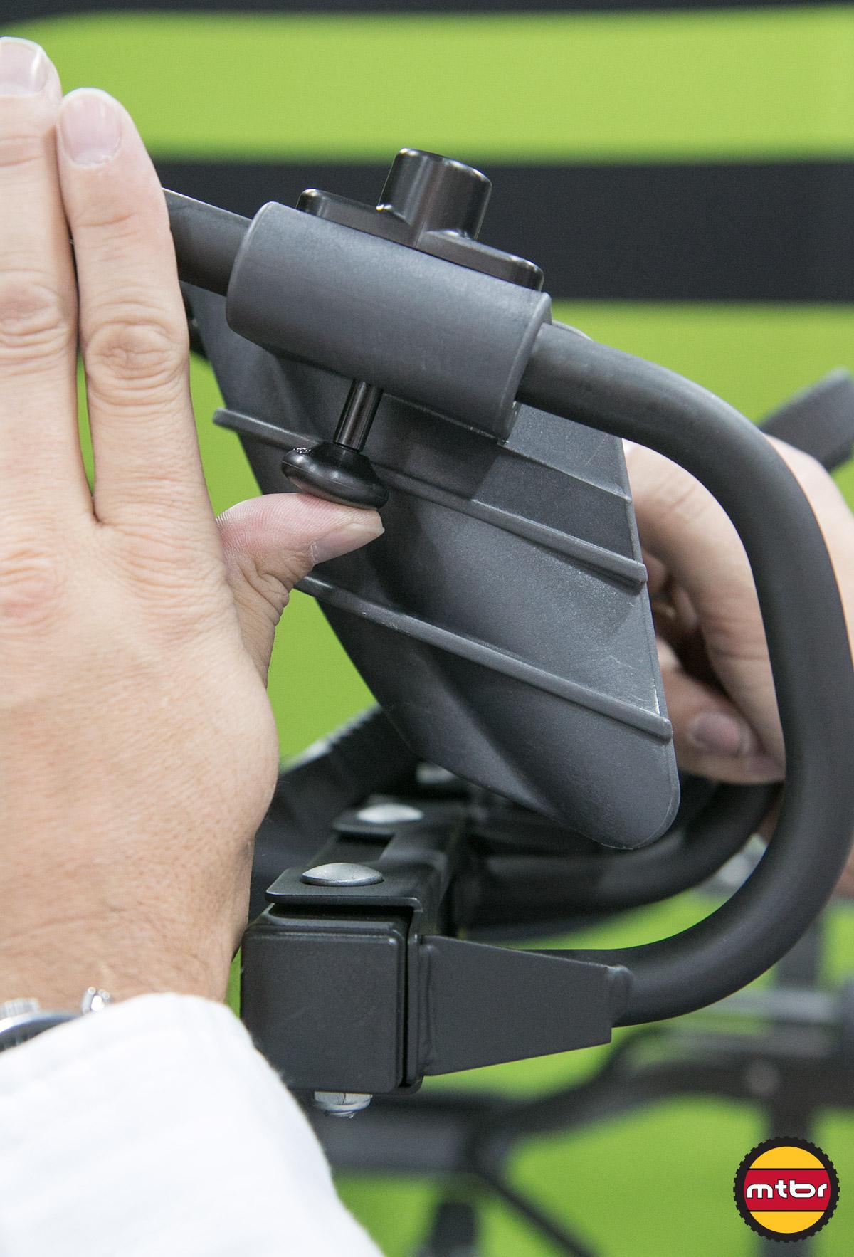 Swagman Jacknife Adjustable Wheel Trays Detail