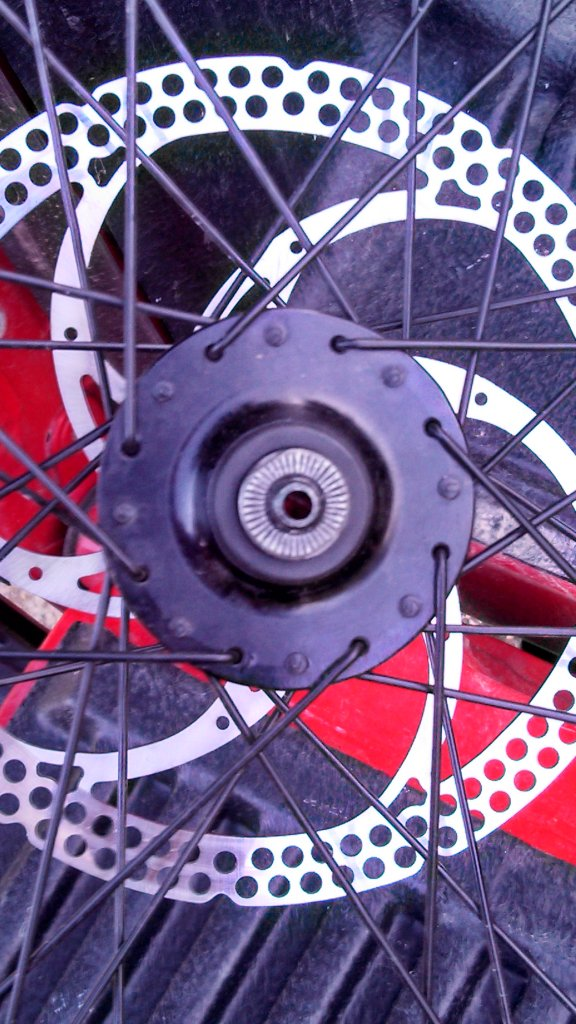 how to tell which hub I have and if its through bolt compatible??-img_20130711_193040_931-257747110.jpg