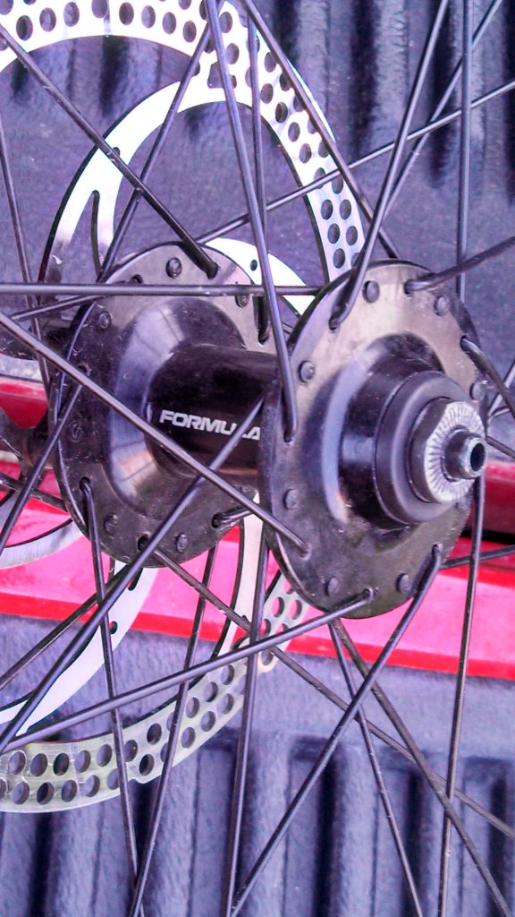 how to tell which hub I have and if its through bolt compatible??-img_20130711_193048_010432341172.jpg