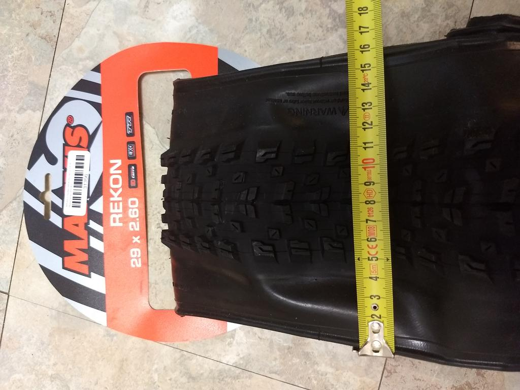 Schwalbe Nobby Nic 29x2.6 vs Maxxis Rekon 29x2.6 in pictures and numbers (and words!)-img_20180703_203351755_burst000_cover_top.jpg