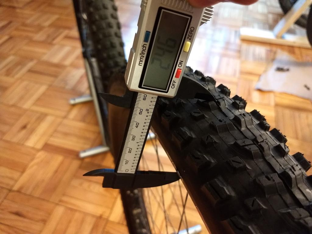 Schwalbe Nobby Nic 29x2.6 vs Maxxis Rekon 29x2.6 in pictures and numbers (and words!)-img_20180704_184215150.jpg