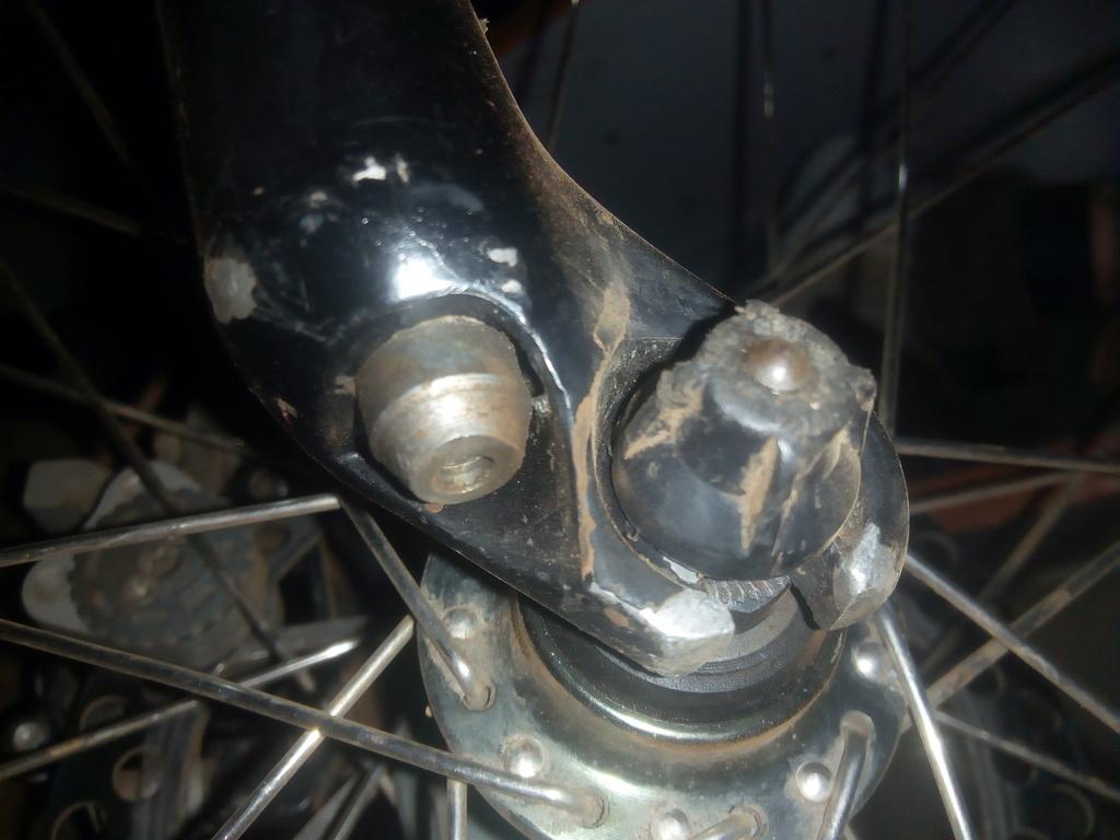 any idea on how to open these bottom screws om my suntour fork-img_20200601_204910.jpg
