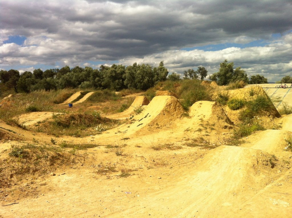 Post Your Dirtjumps!-img_2312.jpg