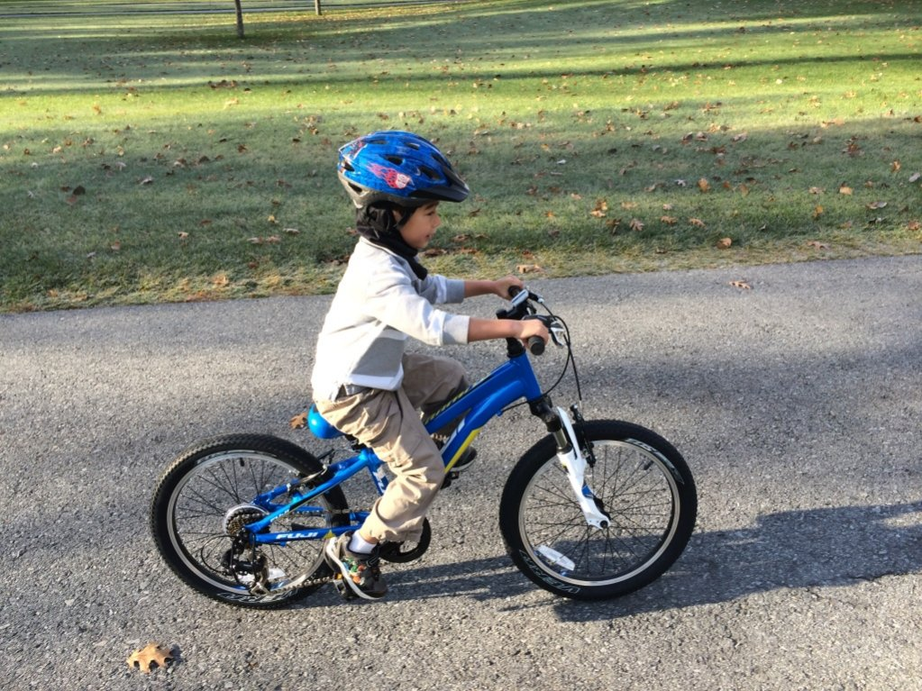 Teaching a 5-year-old how to ride a mountain bike with v-brakes ...