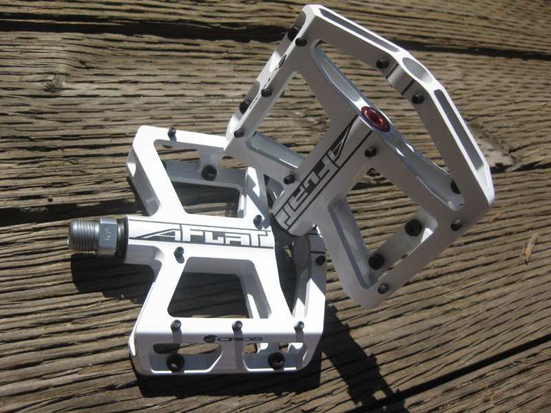 Acros A-Flat Pedals in White