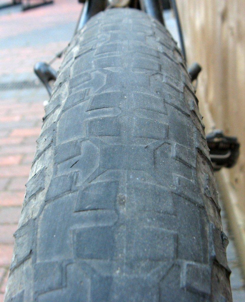 How do we build ourselves a fast road bike... that isn't a road bike?-img_3659-002.jpg