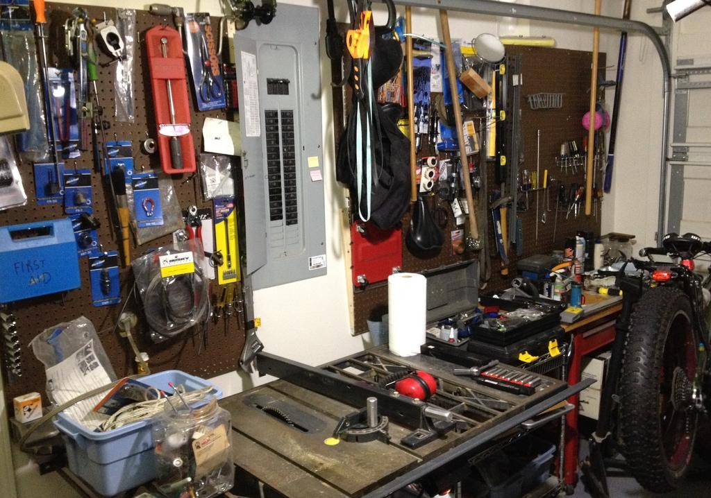 Pics of your bike room/setup, tool layout etc...-img_3733.jpg