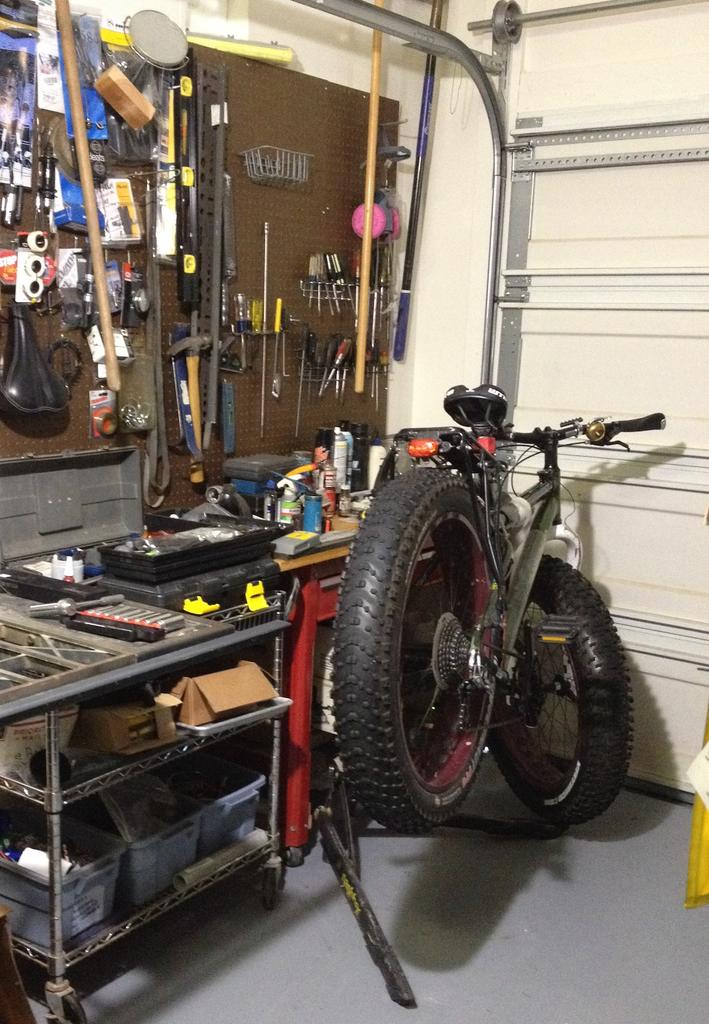 Pics of your bike room/setup, tool layout etc...-img_3734.jpg