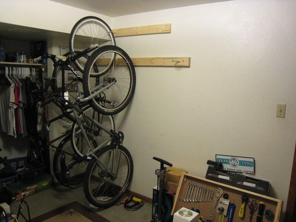 Lining bikes up in garage-img_3772.jpg
