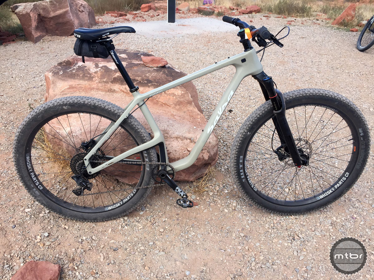 "Carbon frame, RockShox front end and giant 29x3.0"" tires."