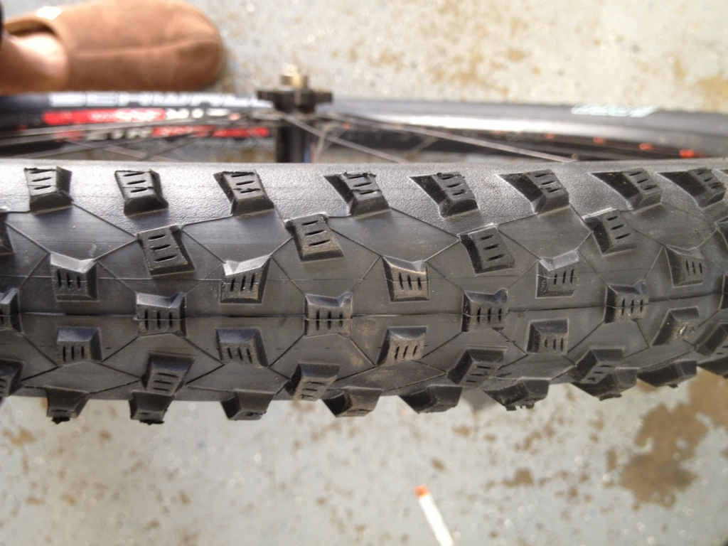 Schwalbe Rocket Ron 650b profile