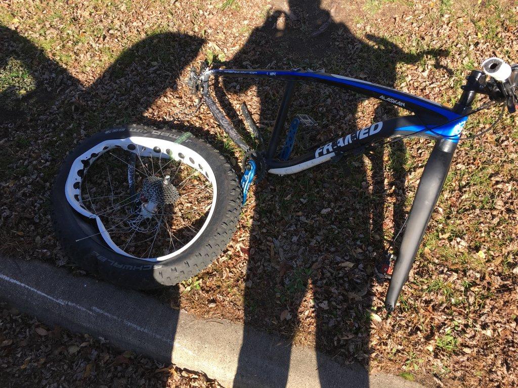 Fat Bike Pops Off Roof Rack Mtbrcom Bmw Img 6042