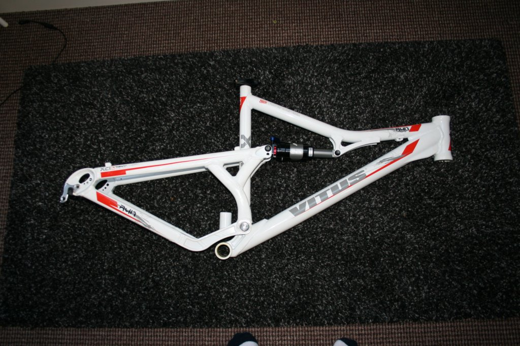 Can anyone help me with this full suspension Vitus frame?-img_6062.jpg