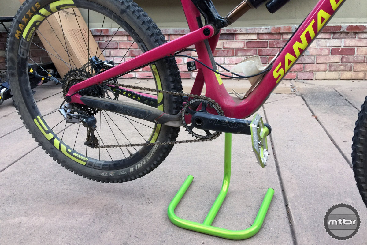 Holding up the new Bronson elevates the rear wheel like a good friend.