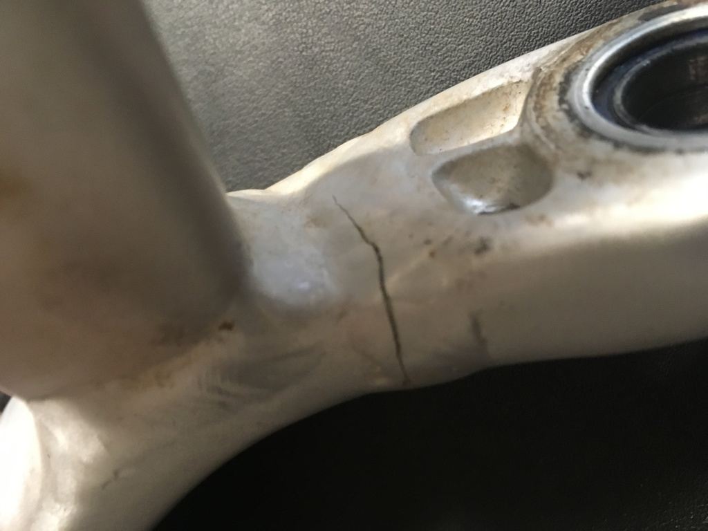 2019 Canyon Cracked Chainstay-img_6407.jpg