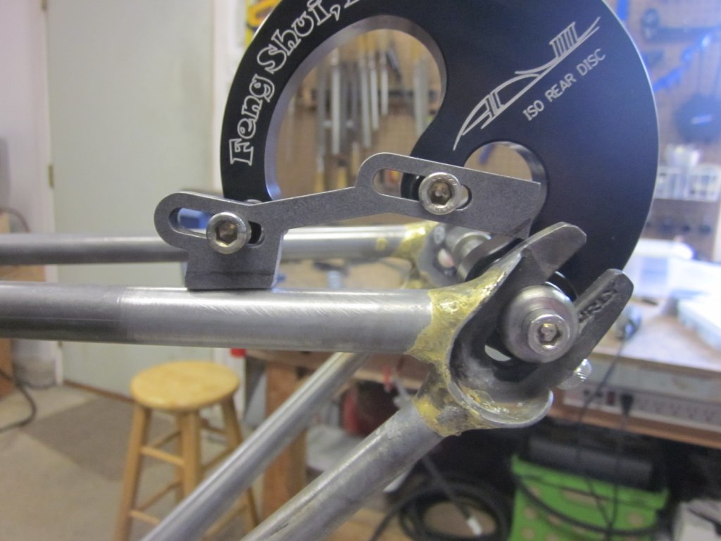 Placement of slotted disc brake mount on horizontal dropouts-img_7628.jpg